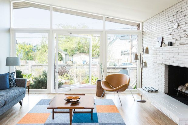Houzz tour midcentury beach house opens up to the for Houzz magazine