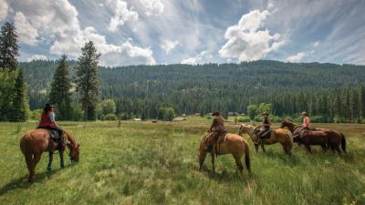 Guests at Minam River Lodge in Eastern Oregon can arrange for horseback rides